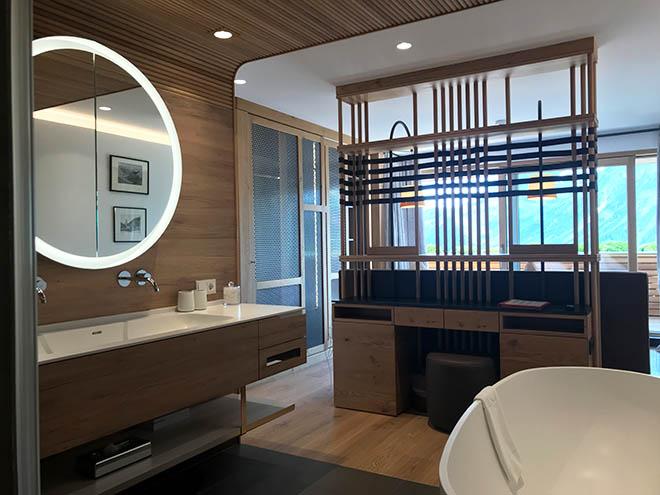 Auch die Badezimmer der Panorama-Loft-Suiten bieten Ausblick!