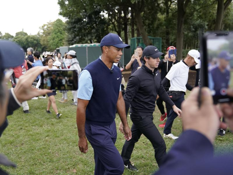 Nach Knie-OP: Woods Zweiter bei Show-Event in Japan