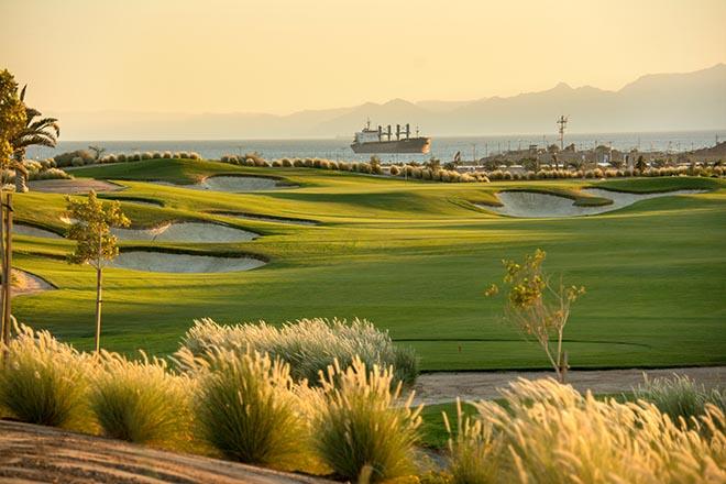 Golfspiel mit Meerblick