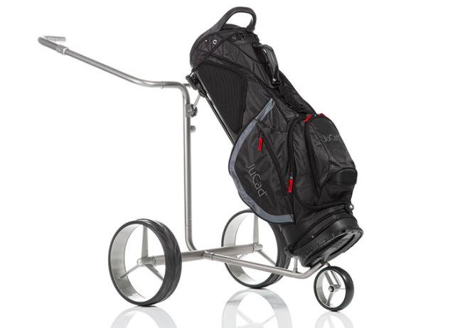 Das JuCad Bag Fly fixiert die Schläger per Klicksystem und kann als Cart- und Tragebag verwendet werden.