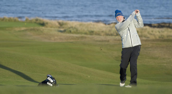 Im Royal Dornoch Golf Club in Schottland testete Lasse Kjus die innovative Wendejacke.