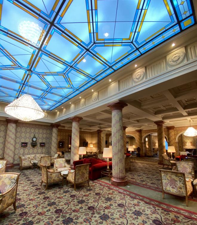 Kulm Hotel St. Moritz: Hotel-Lobby mit Geschichte