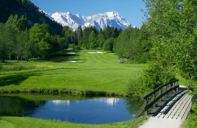 Bahn 14 mit traumhaften Bergblick. Fotocredit: Golfclub Garmisch-Partenkirchen e.V.
