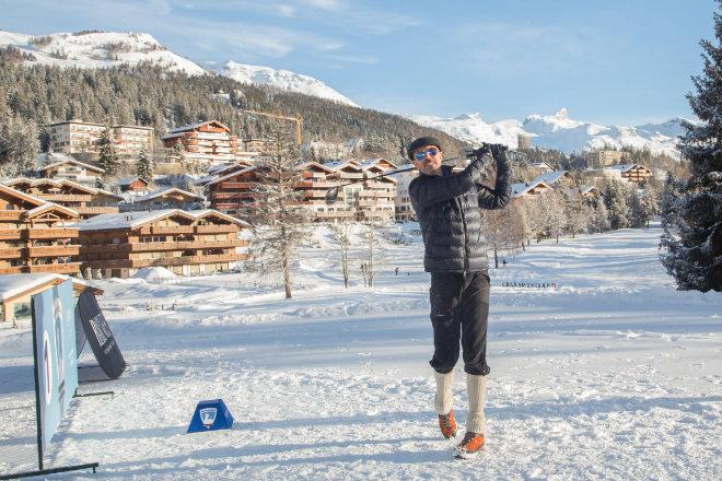 Mitten im Ort von Crans-Montana ist Wintergolf angesagt! Fotocredit: Crans Monatana Tourism & Congress / Luciano Miglionico
