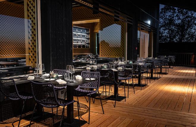 Terrassenbereich vom Clubhaus-Restaurant 'Das Refektorium'. Fotocredit: