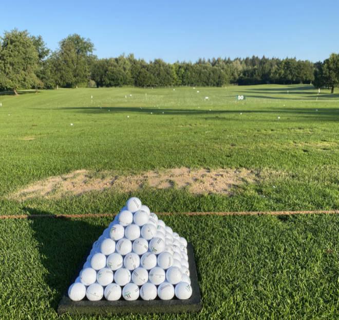 Auf der Driving Range kann man auch an seinen Divots erkennen, ob der Golfschwung perfekt ist! Fotocredit: EG