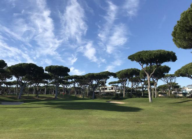Dom Pedro Millenium Golf Course. Das Bild entstand am 31. Dezember. Beste Wetter-Konditionen zum Golfen um diese Jahreszeit in Portugal.