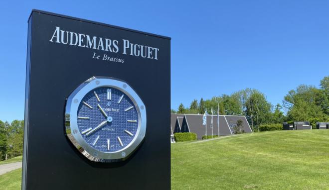 Luxusuhren-Marken nehmen gerne exklusive Golfplätze, um ihre Zeitmesser in XXL in Szene zu setzen. Hier im Golfclub St. Eurach.