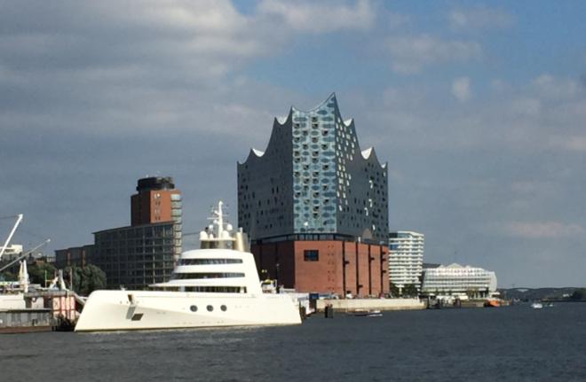 Wer in Hamburg Golf spielen geht, sollte unbedingt auch einen Besuch der Elbphilharmonie einplanen. Fotocredit: Jürgen Mayer