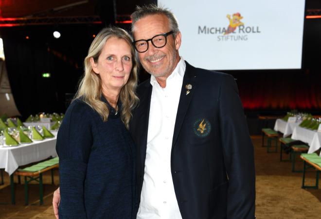 Michael Roll mit Frau Claudia in der Reithalle der Tabaluga Kinderstiftung in Tutzing beim Tabaluga Golf Turnier . Fotocredit: Schneider-Press/Wolfgang Breiteneicher